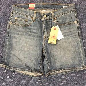 Levis Midi denim shorts